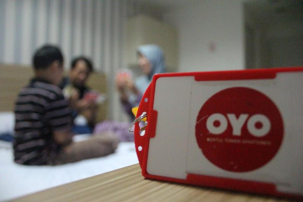 bonding keluarga main bersama di oyo hotel